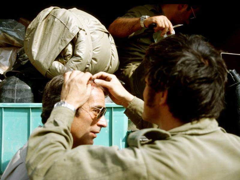 Bob Simon of CBS has a head wound tended in Beirut
