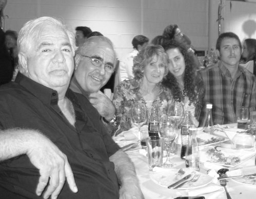 משמאל: יוסי, עמוס, ג'נט ודניאל ג'ינו
