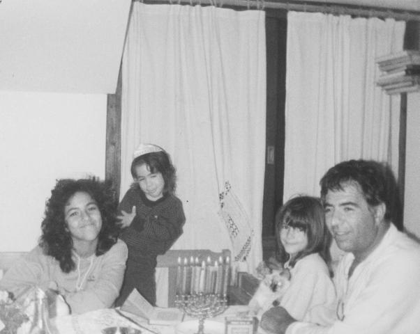 יוסי ג'ינו ו3 בנותיו: נטע, נועה ועדי ג'ינו