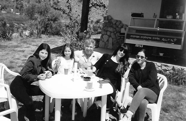 מימין: עדי, אסתר, יוסי, נועה ונטע ג'ינו