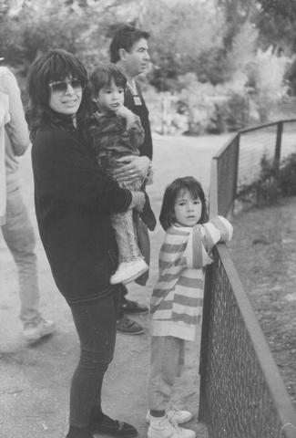 """יוסי ואתי ג'ינו והבנות נועה ונטע בגן החיות התנ""""כי"""