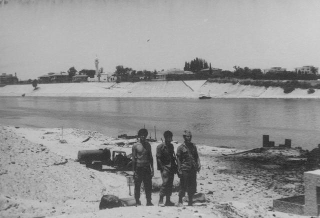 ליד תעלת סואץ