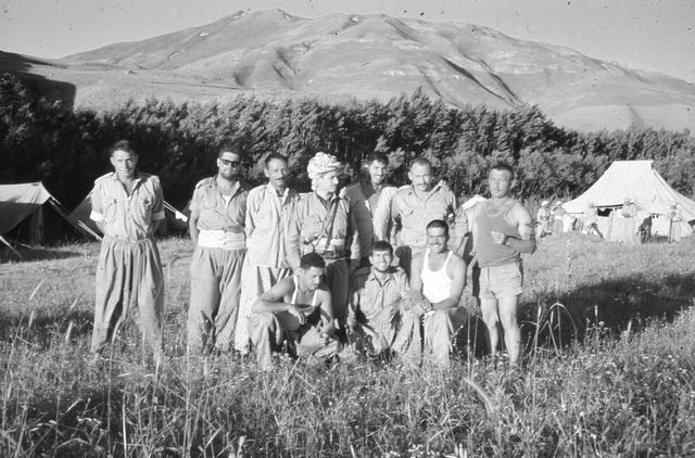 המשלחת הישראלית לכורדיסטאן עיראק 1969 - יוסי ג'ינו עומד שלישי מימין