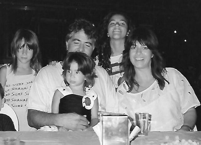 מימין: אסתר, עדי, יוסי, נועה ונטע ג'ינו